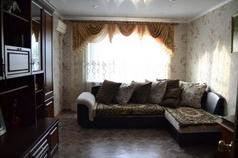 Продам 3 ккв., на улице Менделеева д.3а. Отличный дом и очень хороший двор. Квартира в хорошем состоянии, комнаты все изолированные, санузел раздельный, лоджия. Общая площадь квартиры 67 кв.м., кухня -14 кв.м. Документы в порядке. Возможно приобретен...