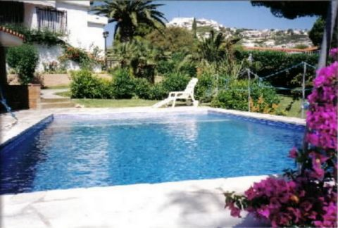 This enchanting property is set in the most exclusive zone of Peñíscola with view to the castle and the sea, at barely 500m from the beach and city center. This property of aprox. 95sqm and 1.090sqm plot, built in Mediterranean style with magnificent...