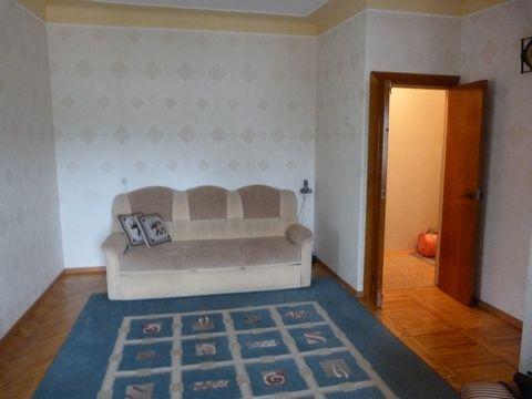 В самом элитном месте города-курорта в непосредственной близости от санатория Москва на 4 этаже 4-ти этажного кирпичного дома сдается отдельная 1- комнатная квартира для гостей курорта. полы паркетные, отличная мебель, укомплектованная кухня. Зелено,...
