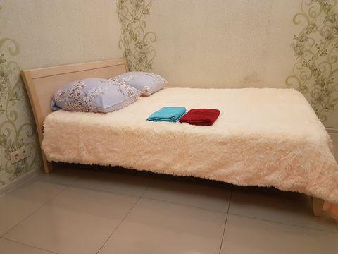 Предоставляю вам: - шикарную и просторную 2-х комнатную квартиру - комфортную удобную обстановку и современную мебель - для полноценного отдыха - просторную кухню - чистое и мягкое постельное бельё - для комфортного сна - полотенца и тапочки, все нео...