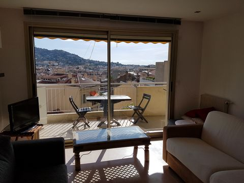Beautiful 1 bedroom apartment located near the center of Cannes, 7min walk to the Palais des Festivals and beaches. It is composed as follows: - living room with sofa bed and television - fully equipped kitchen - bedroom with a double bed - balcony w...