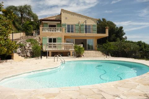 Levels 1, View Vallée/MER/COLLINES, Aspect south east, General condition Good, Kitchen Fitted, Bedrooms 4, Bathrooms 2, Showers 3, Toilets 3, Heating Oil fired, Year built 80, Living area 40 M², Terraces 2, Living 3, Built Traditional, Couverture toi...