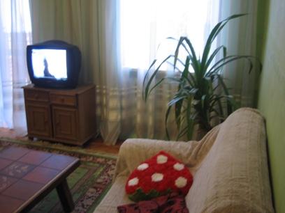 Одесса - сдаю посуточно СВОЮ 2-комнатную квартиру, 5 мин.пешком от Дерибасовской и пл.Екатерининской, Горсад, Морвокзал (выставочный центр), исторический центр города – Приморский бульвар, 2 раздельные комнаты, 5 спальных мест, в/у, 2 этаж, городской...