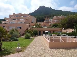 pieds dans l'eau- appartement 2 pièces -vue mer imprenable-refait à neuf-prestations de qualité- piscine-tennis -parking privatif-accès direct plage.