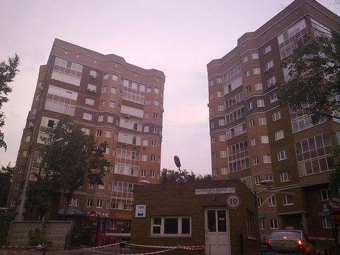 3-х комнатная квартира в доме премиум-класса, г. Жуковский, 104,4/28,1+21,2+18,3изол./13,2, 2/10 МК, в собственности, потолки – 3,2м, эркер, холл – 15,8, с/у – 8, стеклопакеты, б/о. Солнечная сторона, вокруг лес. Благоустроенная огороженная территори...