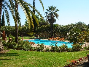 Town : GRASSE - Rooms : 19 - Bedrooms : 14 - Surface : 1100 m² - Land surface : 17000 m²
