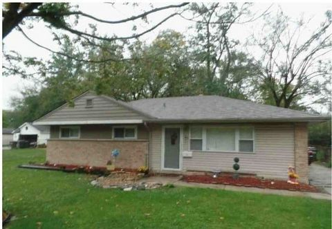 Beautiful 3 Bedroom 1 bath single family home. (TENANT OCCUPIED). SOLD AS-IS.