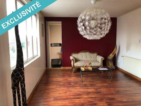 Votre conseillère SAFTI vous propose à la vente, ce bel appartement de type T4, situé au 1er étage d'une copropriété, comprenant une entrée, une cuisine, un salon, deux chambres, une salle d'eau, un wc séparé. Une cave, un grenier et un garage complè...