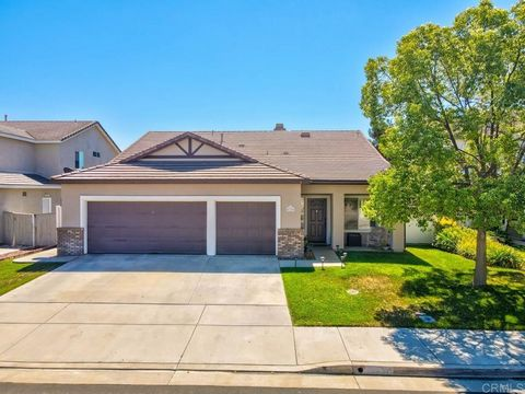 Welcome home to Paseo Del Sol! This highly sought after single story home is sure to impress with its updated kitchen, open floor plan and excellent location! The beautiful kitchen features white cabinets, granite countertops and a large island perfe...