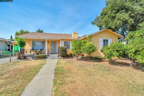 Price Reduced 30k!! Charming home located near schools, shopping and easy highway 4 access. Walkable to downtown Antioch's historic Rivertown district. Large back yard with plenty of opportunity to add-on or a pool.