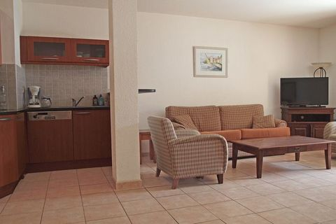 Located in Gassin, this airy and spacious apartment has 2 bedrooms for 6 people. Suitable for families, you can take a dip in the shared swimming pool or spend time alone on the private terrace. The surrounding area is abuzz with activity; in Saint T...