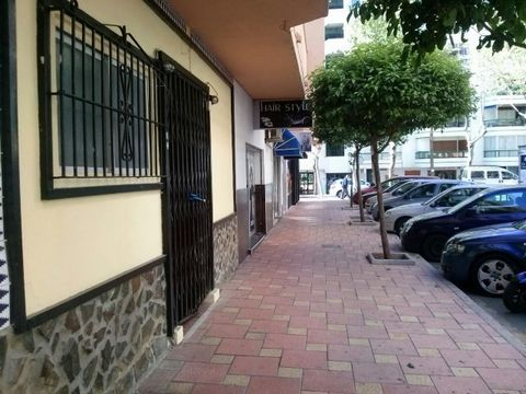 Local sale between two major avenues. The local is divided into two parts and two business in function. One of them is rented as a bar, it has 90m2, licensed opening 2016 with all regulations of the town hall, lounge living room, 2 bedrooms, 2 bathro...