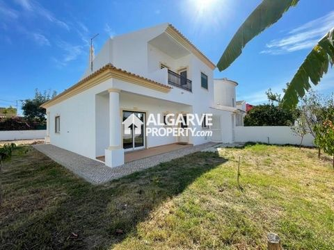 Located in Albufeira. Three bedroom semidetached villa excellently located in a residential area close to all amenities. 375 sq.m. plot with 155 sq.m. of built area. The villa comprises of an entrance hall, one lounge with fireplace, one fully equipp...
