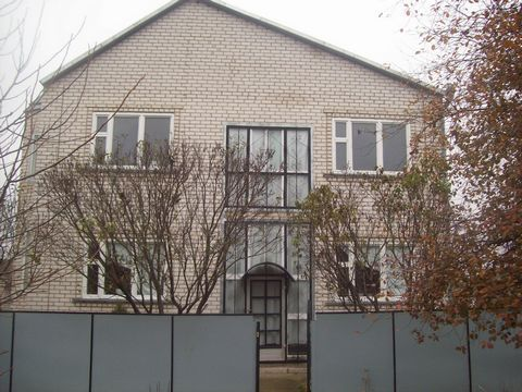 Продам дом в Тихорецком районе Краснодарского края на земельном участке 36соток, во дворе капитальные хоз. постройки, теплица, молодой сад, огород с выходом на речку.