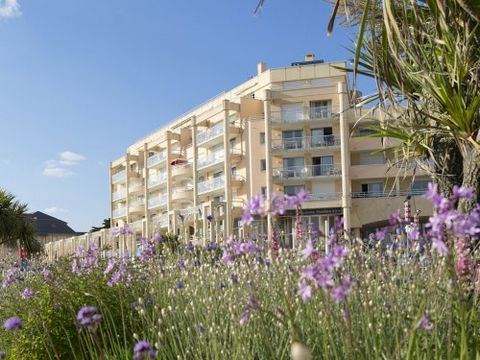 This residence has 6 floors with elevator and is located on the boulevard, opposite the beach (road crossing, 20 m). The residence offers direct access to the thalassotherapy center of Thalasso.com. The shops are at 600 meters. This residence also of...