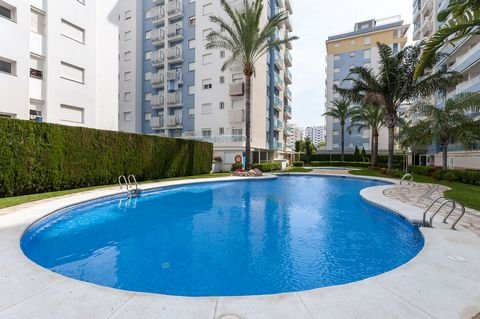 Beautiful apartment, for 6 people, with shared pool and tennis court and at only 750 metres away from the beach of Playa de Gandia. This lovely apartment is part of a wonderful residential where you will have a really nice vacation. The shared facili...