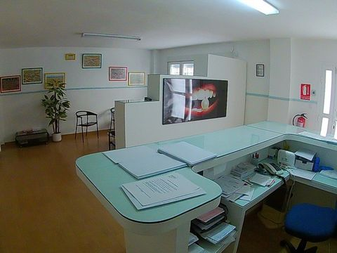 Dental clinic available for sale or rent in the town of Olula del Rio. A business established since 1986, consolidated and very well located near the main avenue and with easy parking. The clinic has good access, adapted with a ramp at the entrance, ...