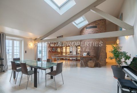 Amanda Properties presents lovely and large loft located in the center of Cannes. Its offers a magic terrace, a large living room, an office and two bedrooms. Walking distance by beach, restaurants and shopping. Long period rental.