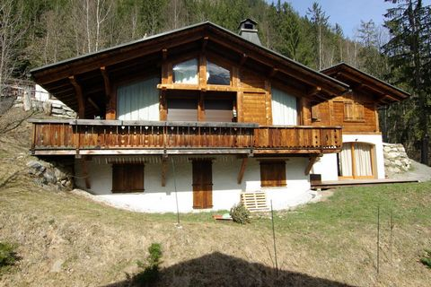 This 1-bedroom apartment in Chamonix, amid the beautiful Rhone Alps and near the skiing area of Chamonix is perfect for a winter holiday. From the furnished terrace, you have a very nice view of the Mont Blanc range. The apartment is excellent for a ...