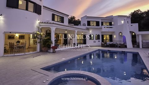 Classic Mediterranean style with excellent qualities and in perfect condition , for sale , Mexilhoeira Grande, Portimão , Algarve . The house offers a large plot of 2.851 sqm, large terrace around the sea water swimming pool and an outdoor dining are...