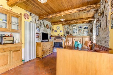 Enjoy your holiday in this natural corner of Tuscany. This holiday home is right outside Fiano and features a private pool in the beautiful surroundings. Ideal for relaxing holidays with the family. The property is 2 km from Fiano di Pescaglia. The c...
