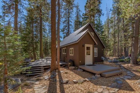 Here's an absolutely adorable turnkey retreat nestled in the Kingvale mountain setting! Just a hop, skip & jump from Sugar Bowl, Royal Gorge & Truckee, enjoy the forest vibe adjacent to Yuba River! Lovingly remodeled w/ efficient living space, enjoy ...