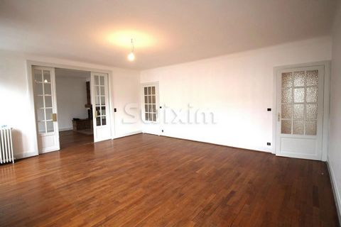 Ref 63868AP. Epinal, city center, in a quiet area, very nice apartment of approximately 170 m² composed of 5 rooms with spacious rooms, 3 spacious bedrooms. Unobstructed view of the Moselle. A garage completes this property. To visit absolutely! Swix...