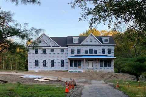 Currently under construction, another exciting new construction offering by highly accomplished local builder in the prestigious Yale Farms estate area. Approximate completion date is January 2022. This luxurious 5 bedroom home on over 2 acres offers...