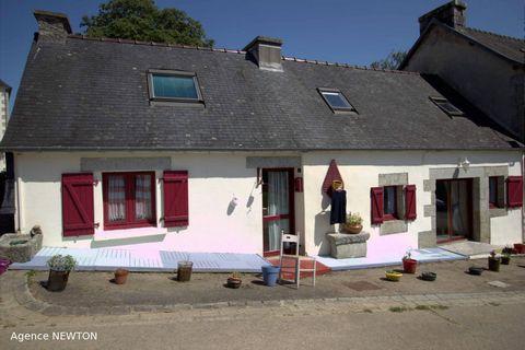 Vous cherchez un premier achat ou une residence secondaire en Bretagne, ne cherchez plus? Cette maison mitoyenne de 3 chambres exposee sud vient d'arriver sur le marche et est une opportunite a ne pas manquer. Situe dans un joli hameau convivial et a...