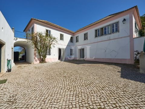 Property with 19.5 ha located in Quinta do Anjo 35 km and half an hour from Lisbon, in Serra do Louro, Arrábida Natural Park, Palmela. Large property with total privacy and tranquillity in a rural setting, totally fenced and comprising several houses...