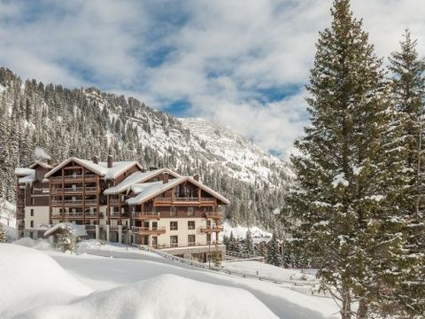 Located in the center of the Grand Massif, the Terrasses d'Hélios apartment complex is