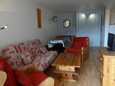 La Résidence les Aloubiers est située dans le quartier du Balcon de la station de ski de Villard de Lans. Les pistes de ski sont au pied de la résidence. Vous trouverez les principaux commerces, les restaurants et l'Ecole de ski à proximité immédiate...
