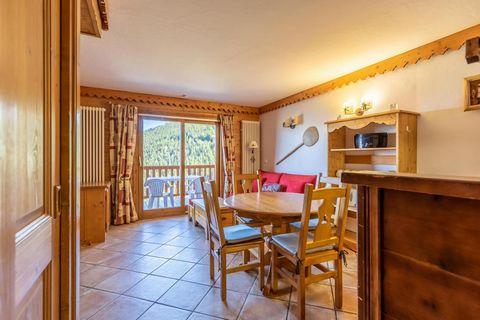 La résidence Le Roselend est située aux Arc 1800, dans le village du Chantel. Elle se trouve dans un quartier calme, à proximité du centre de la station, de l'ESF et des commerces (navette gratuite). Idéalement située au pied des pistes, la résidence...
