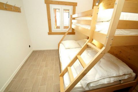 The residence les Marmottes is located in Les 2 Alpes resort. It is situated 50 m from the ski slopes and shops. The ski school is 100 m from the residence. Surface area : about 49 m². 3rd floor. Orientation : East. Living room with bed-settee. Sleep...
