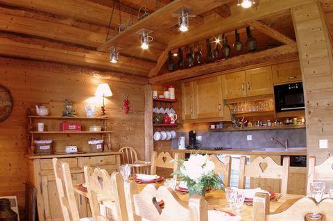 La résidence Les Jardins d'Hiver se trouve à Valmorel dans le Hameau de Planchamp. Vous serez à 50 m des pistes de ski et des remontées mécaniques. Les commerces et le centre sont à 200 m des logements. Superficie d'environ 87 m². Orientation : Nord,...