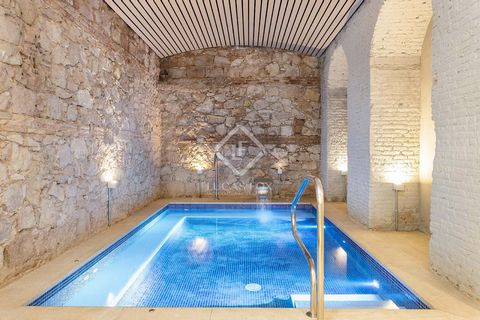 This apartment is for rent in Gran Via, in a new development of luxury homes in an emblematic building in the centre of Barcelona. On the first floor of the building we find this apartment which is very well furnished with stylish neutral décor. It h...