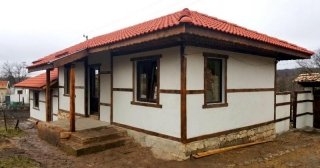 The property consists of a recently renovated single-storey house built in a traditional Bulgarian style, summer kitchen with a basement of 30 sq.m. under it, outbuildings with total built-up area of 30 sq.m. and a large plot of land spreading over 2...