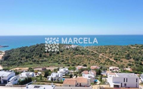 Located in Vila do Bispo. Urban plots with sea views and good sun exposure, located in an urbanization between Salema and Burgau, only a few steps from the beach at Cabanas Velhas. All plots have viability for the construction of a 2-storey single fa...