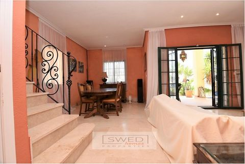Beautiful detached villa with plot, private pool and garden. Very bright housing thanks to its south orientation. It consists of 3 bedrooms, terraces, 2 bathrooms, kitchen and living room with fireplace overlooking the garden and pool. Beautiful gard...