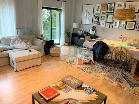 3 bedroom apartment in condominium with garden in Murches, composed of common room with fireplace and access to balcony, kitchen equipped also with access to balcony, entrance hall with wardrobe, three bedrooms, all with wardrobe, and two bathrooms. ...
