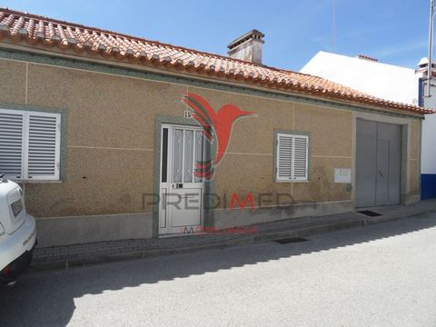 Magnificent villa, ready to dwell of 3 rooms in the friendly village of Torrão. With an excellent patio with well that never runs out of water, it also has a garage and attic open with a large right foot where you can make mis 2 or 3 rooms or even an...
