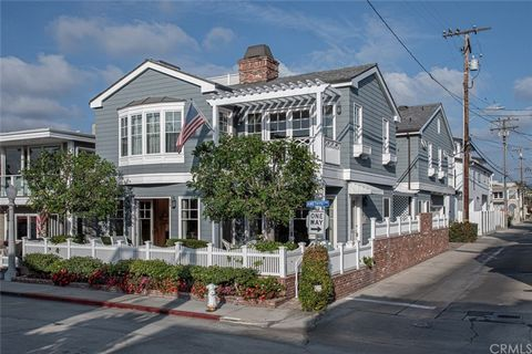 Prime location on Balboa Island! One house from S. Bay Front with bay views from front patio, Master bedroom, master deck and generous sized roof top desk. With Great curb appeal, this house sits on an oversized lot and has 5 bedrooms with ensulet ba...