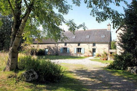 Ref. TR-3243 Located in the Countryside, on the outskirts of Ploerdut village, which lies between the larger towns of Rostrenen and Pontivy. The stunning beaches of Guidel and Larmor-Plage can be reached by car in 50 minutes. This superb collection o...