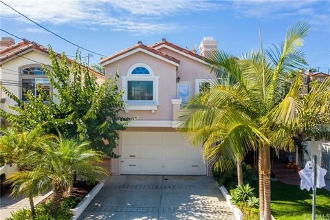 Welcome to the neighborhood! And, welcome to well-maintained, light & bright, open-spaced living with ideal proximity to restaurants, shopping, schools, beach, and community events. Spacious bedrooms, neighborhood views, and a landscaped private back...