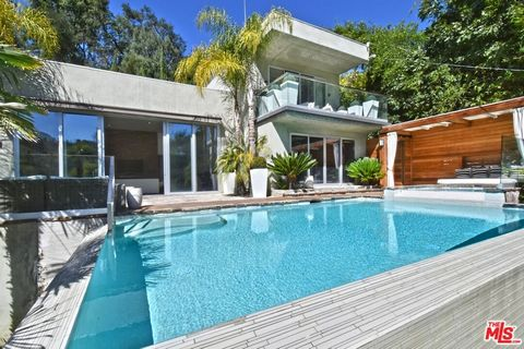 A quintessential, urban escape sited on a large, picturesque lot with mature landscaping. Sitting on its own flat perch above the street & behind a steel gate: the home abounds with privacy and seclusion. Enter serenity through the stunning ground to...