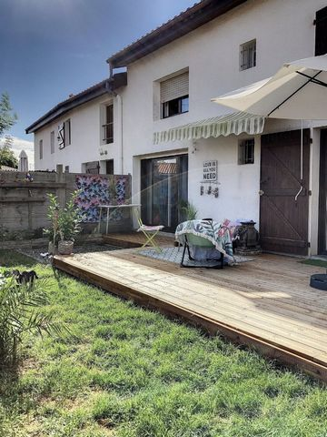 Change accommodation to buy this house in the town of Biscarrosse. To visit this villa or discover others, quickly get in touch with Le TUC ESCOURCE. The interior consists of a sleeping area comprising 2 bedrooms, a lounge area of 24m2, a kitchen are...