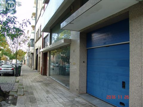 SPACE FOR TRADE SERVICES WITH R/C + 1º A = 430 m2 Location: Bonfim - Porto (Downtown area and city entrance and exit) Great space for commerce and/or services, with privileged location and accessibility to the historic center of the city, entrance/ex...