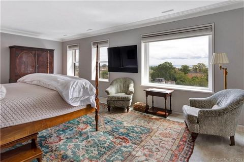 MAGNIFICENT PENTHOUSE IN GREENWICH COMPLETELY RENOVATED IN 2017 BY AWARD-WINNING WINDIGO ARCHITECTURE, LLC. 2,701 SQ. FT. WITH WATER VIEWS DESIGNED FOR THE MOST ASTUTE BUYER. NYC LIVING IN THE COUNTRY! OFFERS THE FINEST FINISHES, ARCHITECTURAL CROWN ...