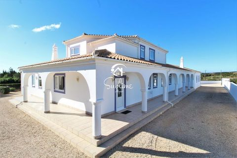 Located in Vila do Bispo. A fantastic opportunity to purchase this immaculate 4 bedroomed villa with a large mature garden, headted swimming pool and a very generous double garage. The villa is surrounded by open countryside with superb views to Monc...