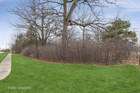 Rare Find... Heavily Wooded 2.5 Acre Lot with Spring Fed Pond in Prime Lemont Locale on Beautiful Cul-de-Sac! Sub-dividable. Plans Available or Will Build To Suit. Water and Sewer (Utilities) to Site.